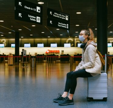 woman-sitting-on-luggage-asfalistikomarketing