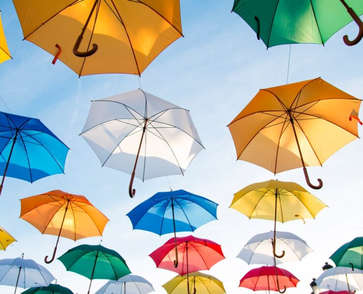 umbrellas-art-flying-asfalistikomarketing